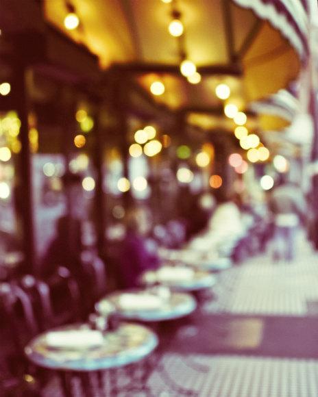 lupen_grainne_aspiring_kennedy_paris_cafe_1
