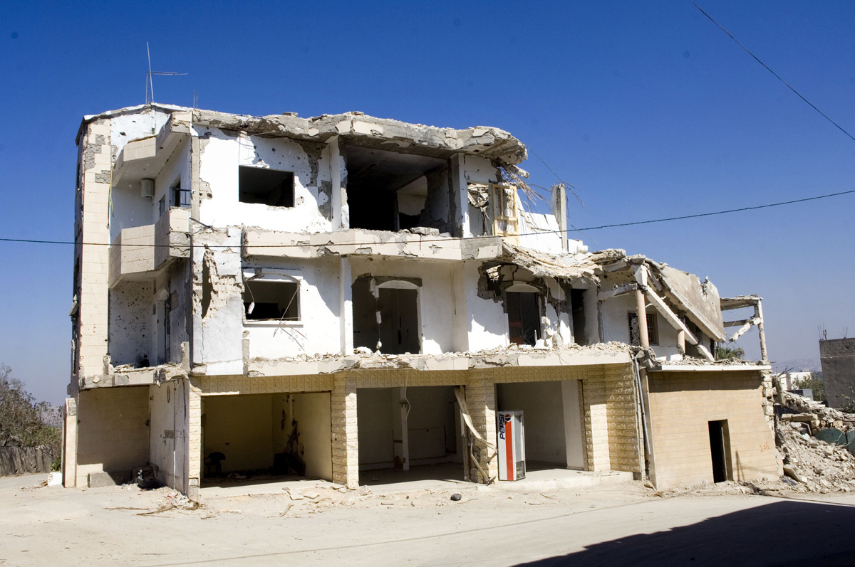 Lenka_Clayton_Repairing_Lebanon_01.jpg