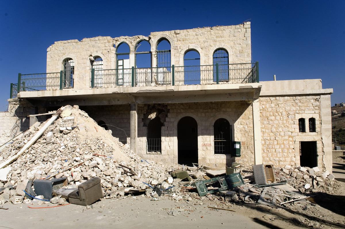 Lenka_Clayton_Repairing_Lebanon_06.jpg
