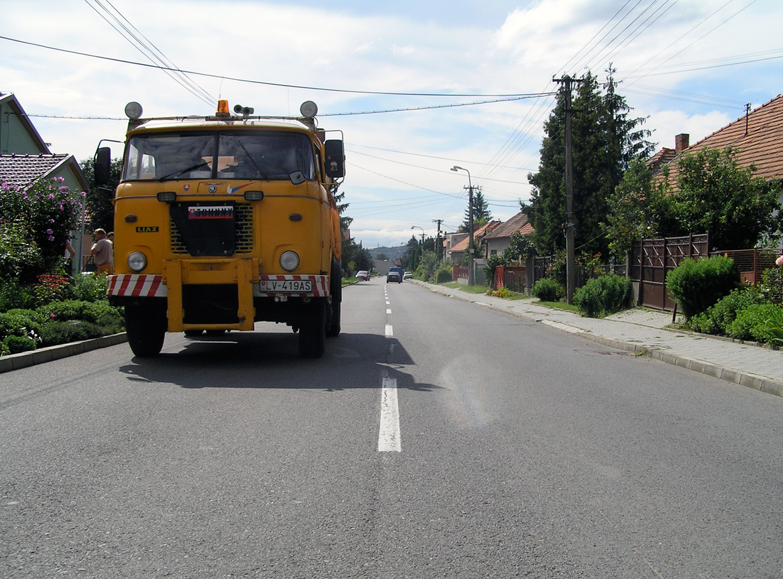 james_to_lenka_road_04.jpg