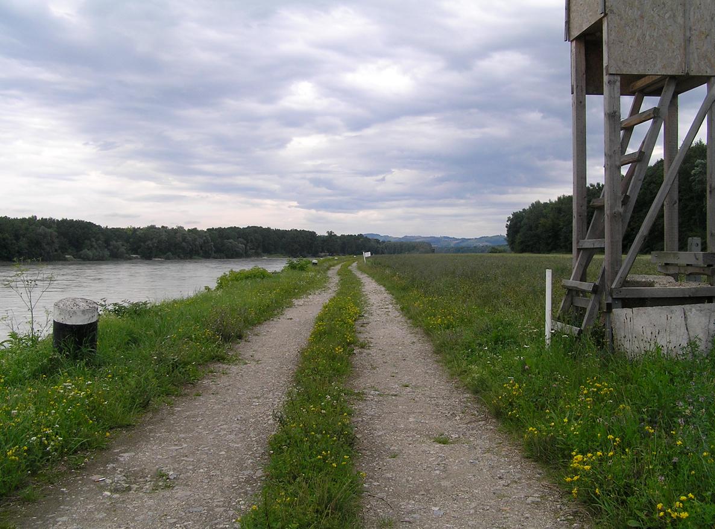 james_to_lenka_road_08.jpg