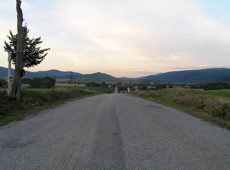 james_to_lenka_road_11.jpg