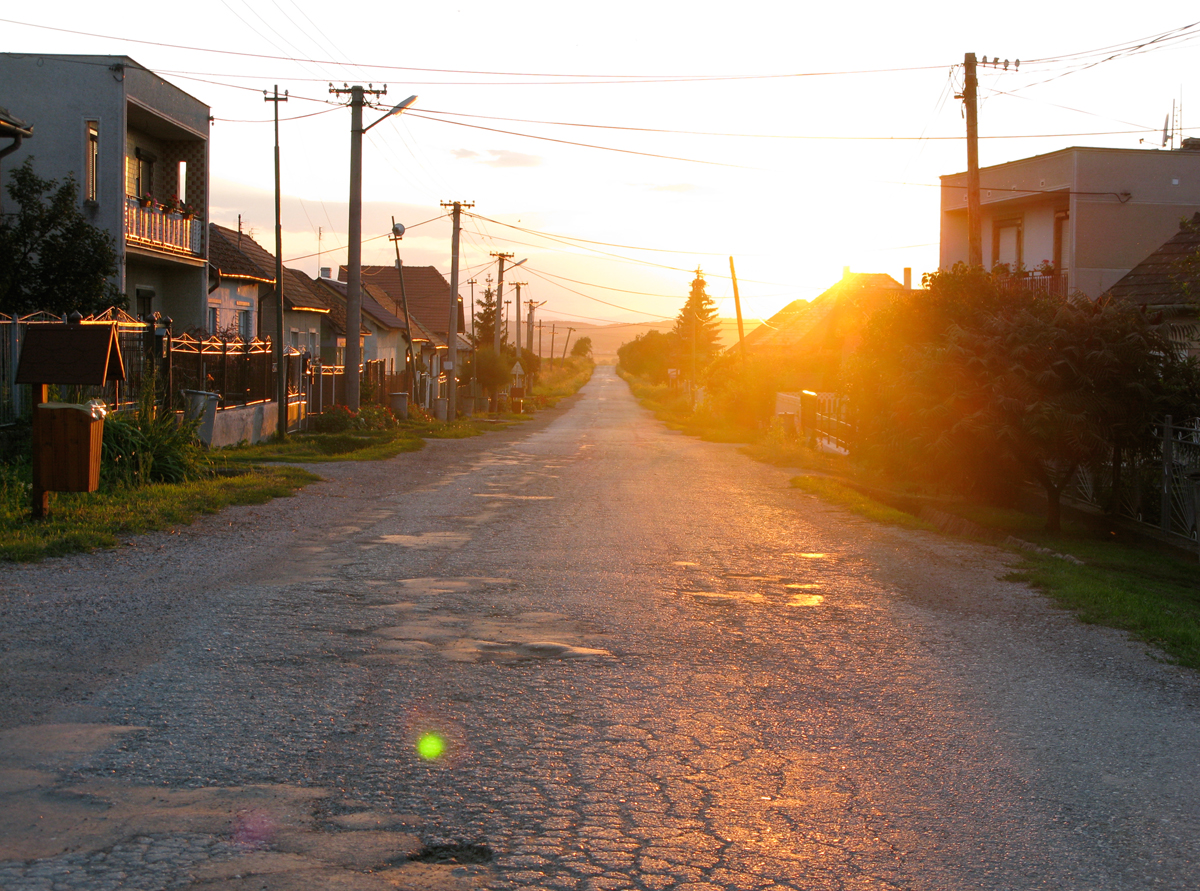 james_to_lenka_road_15.jpg