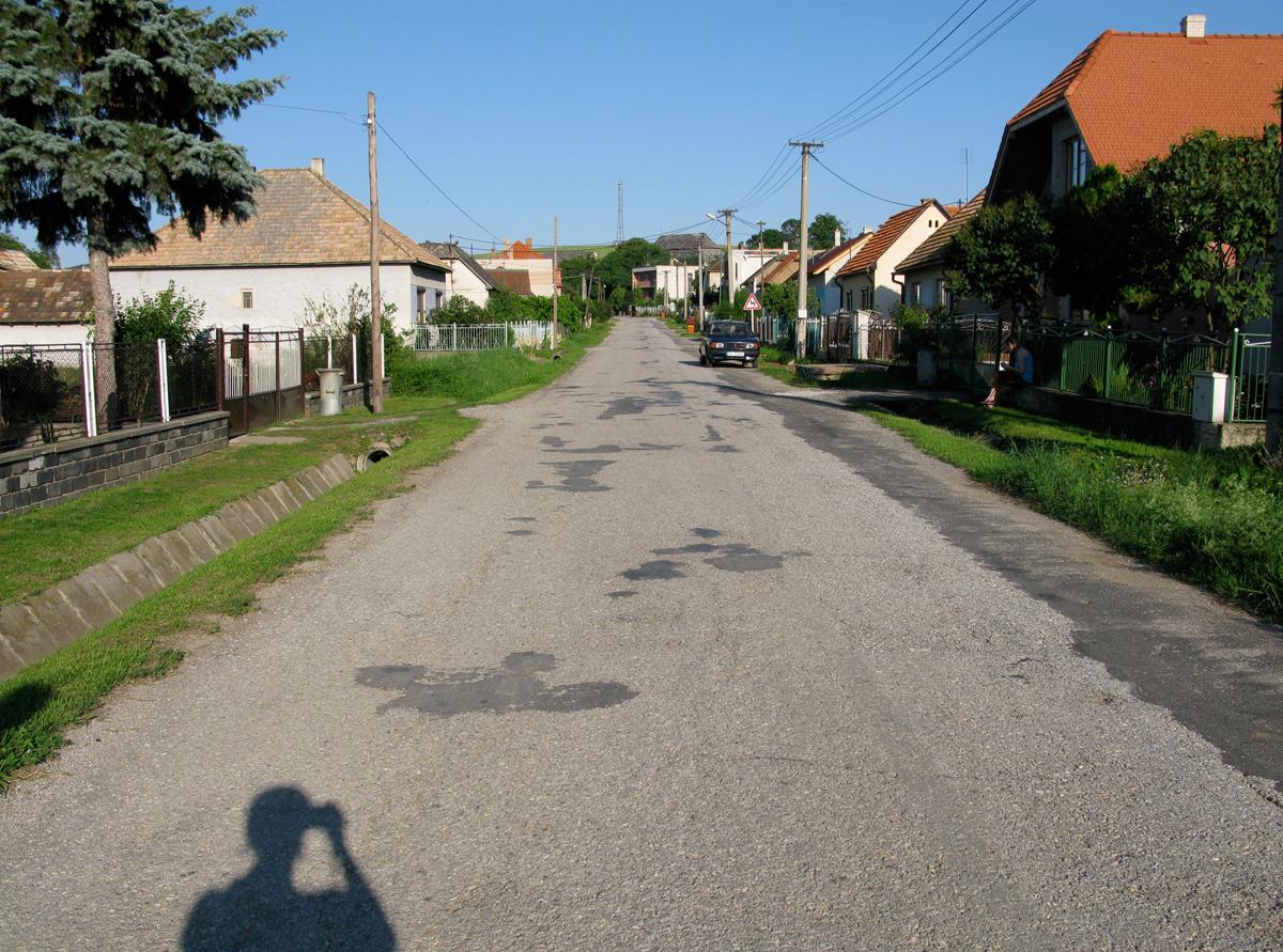james_to_lenka_road_55.jpg