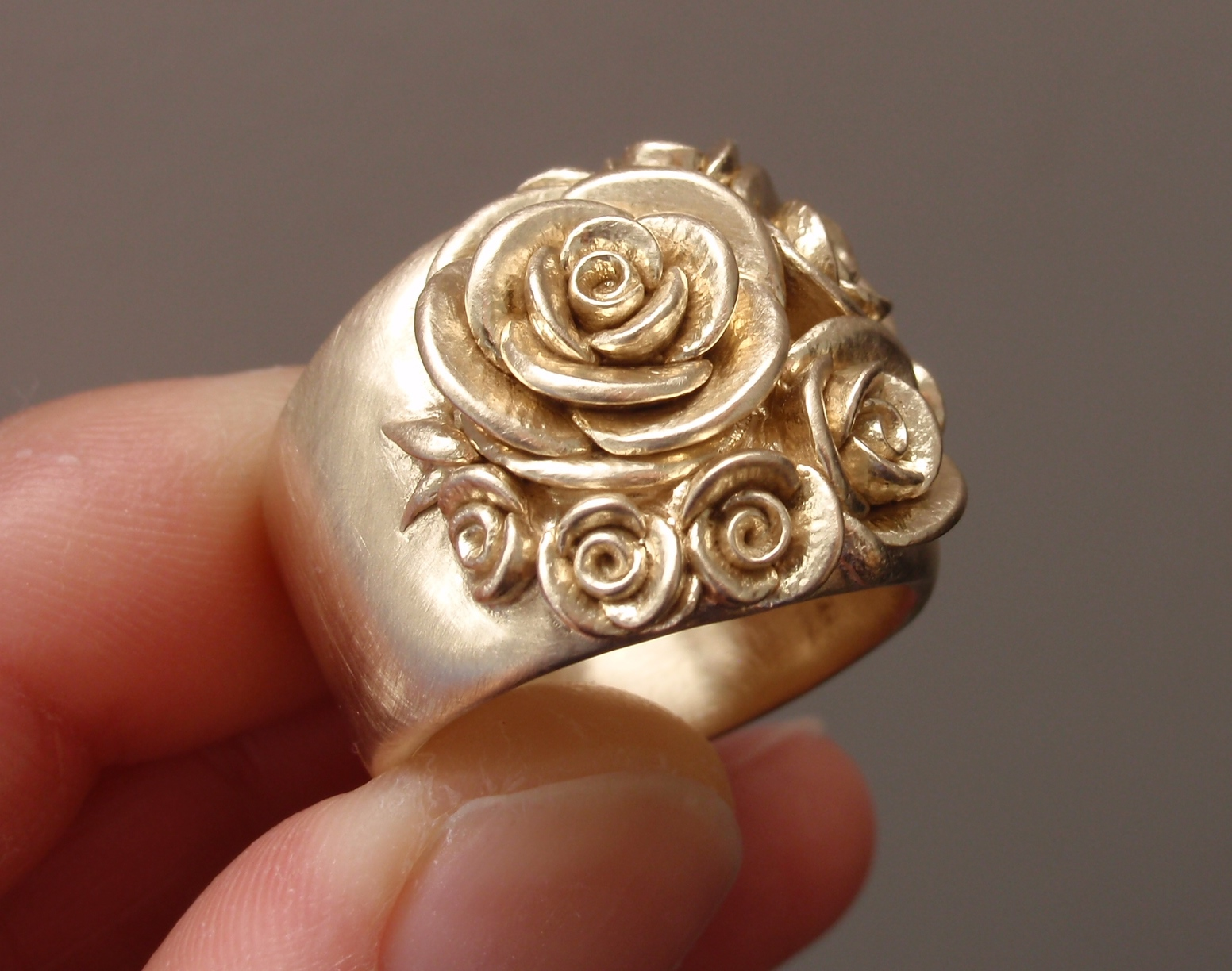 Bouquet of Roses, Wide-Band Ring, in 14K Yellow Gold.