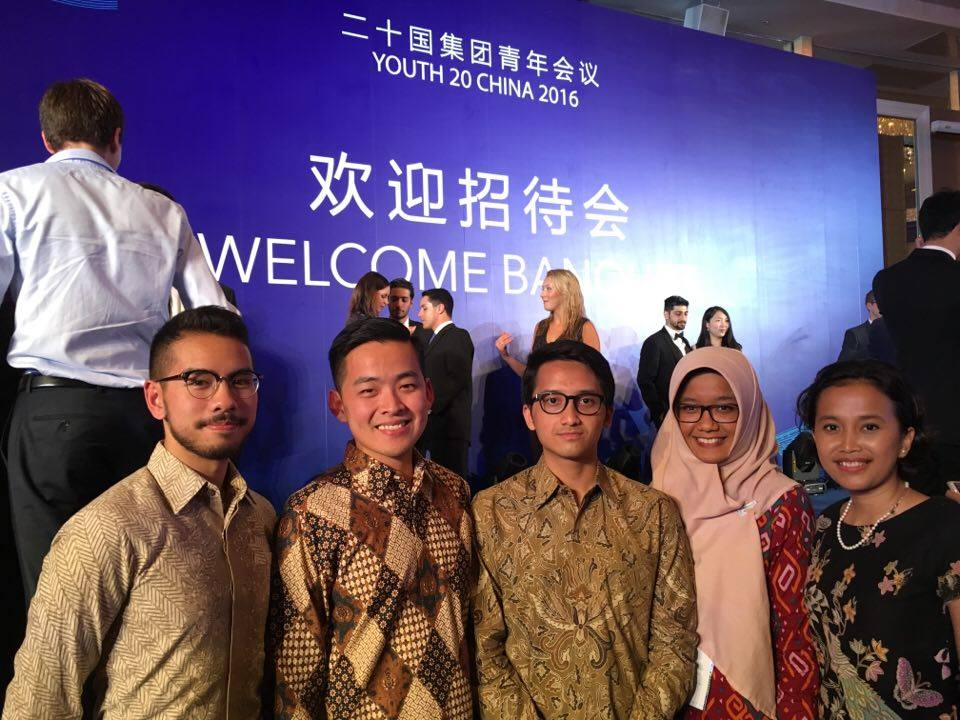 Andreyka, Peter, Wafa, Fadhila, and Hanifah proudly wearing Batik for the Welcome Banquet of the Y20 Summit