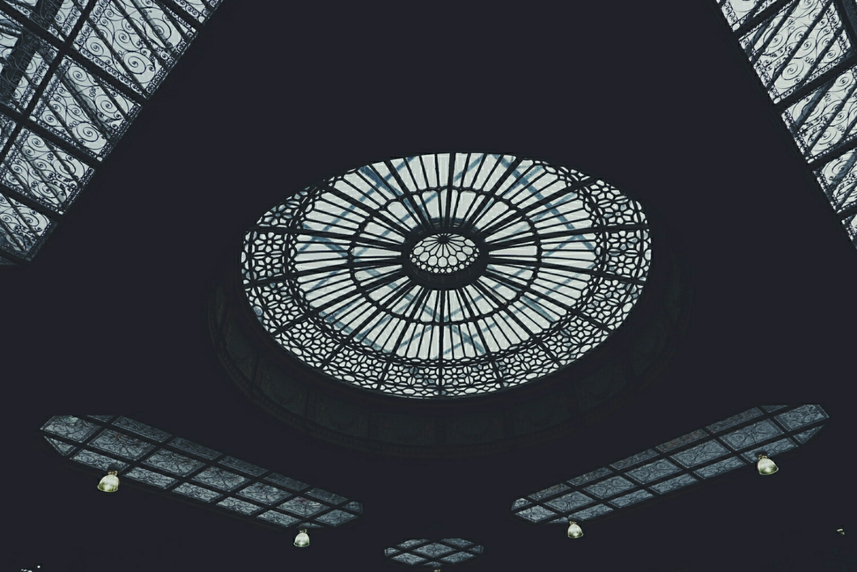 Edinburgh Waverly station (IG @rhiarhiajones)
