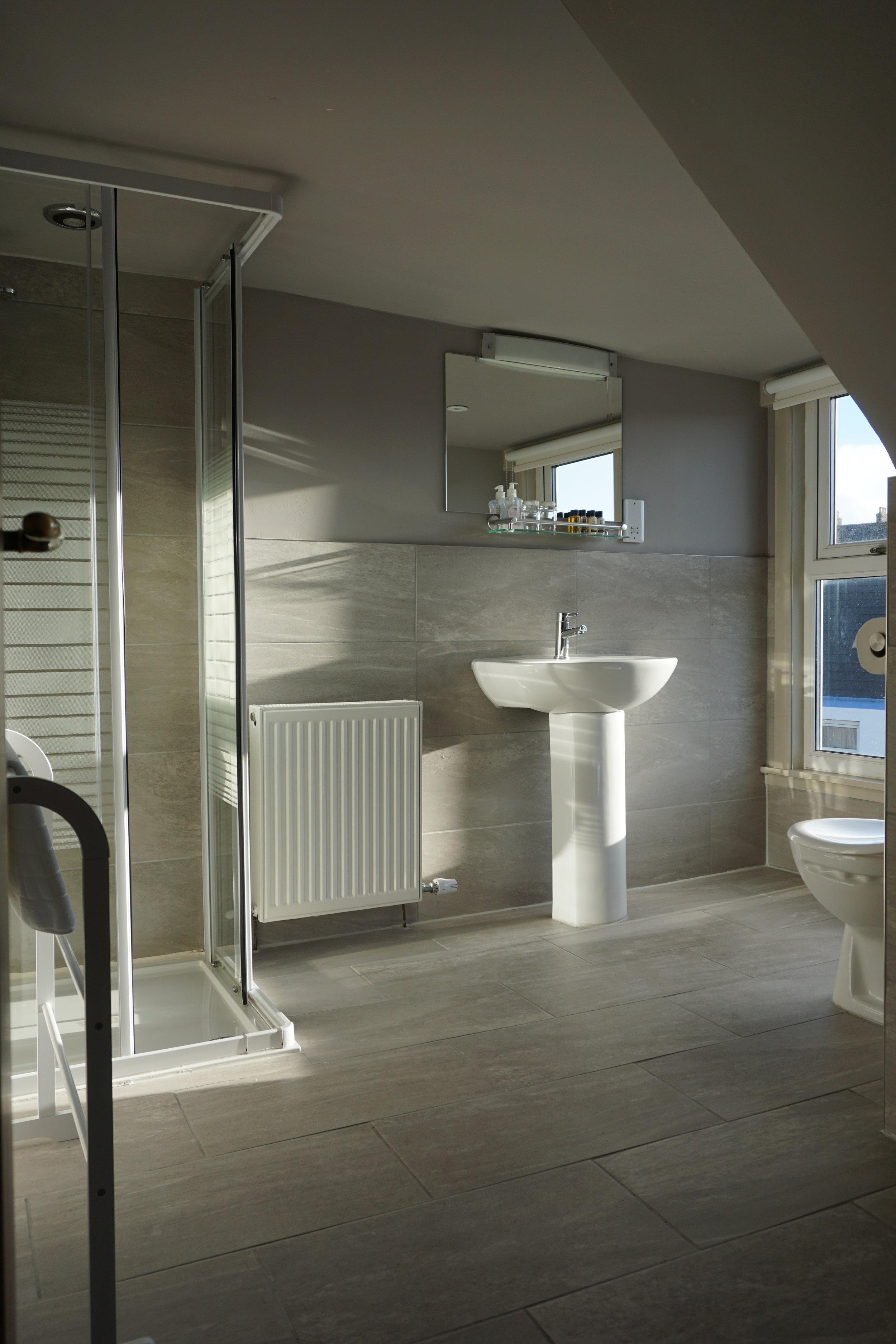Rm 11 - Bathroom.JPG