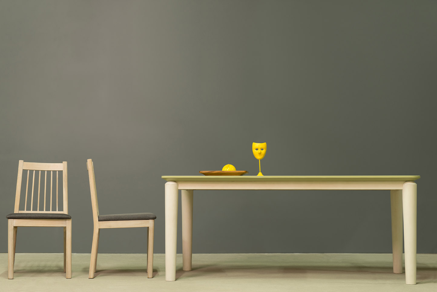 Hongg Dining Table with Eroilor Dining Chair