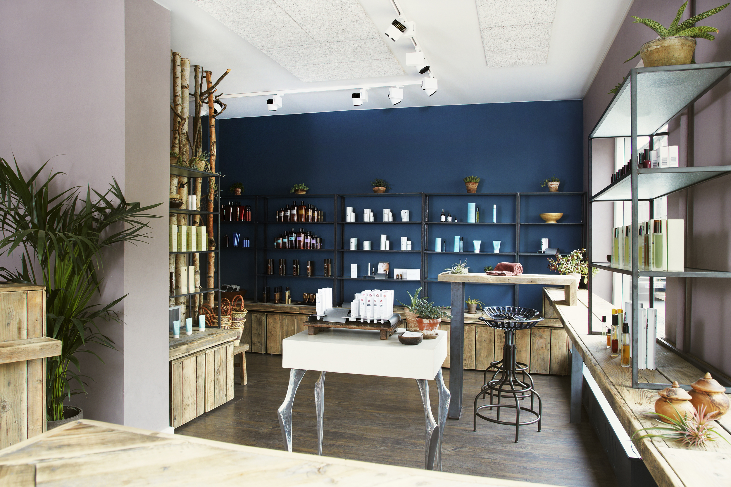 Beauty Avenue - Reception & Retail Area