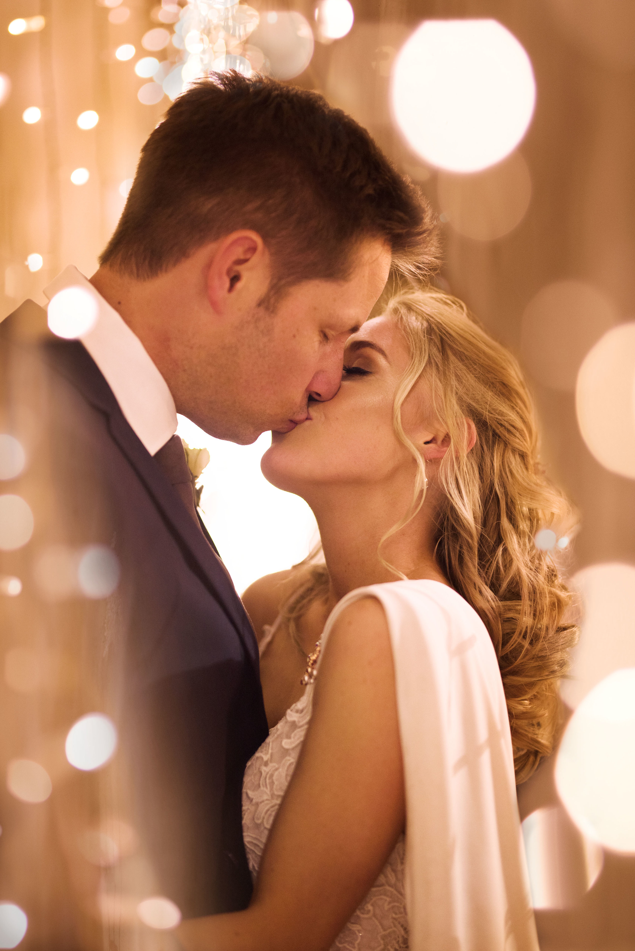 Michelle_and_Brendan_Fairy_Light_Kiss