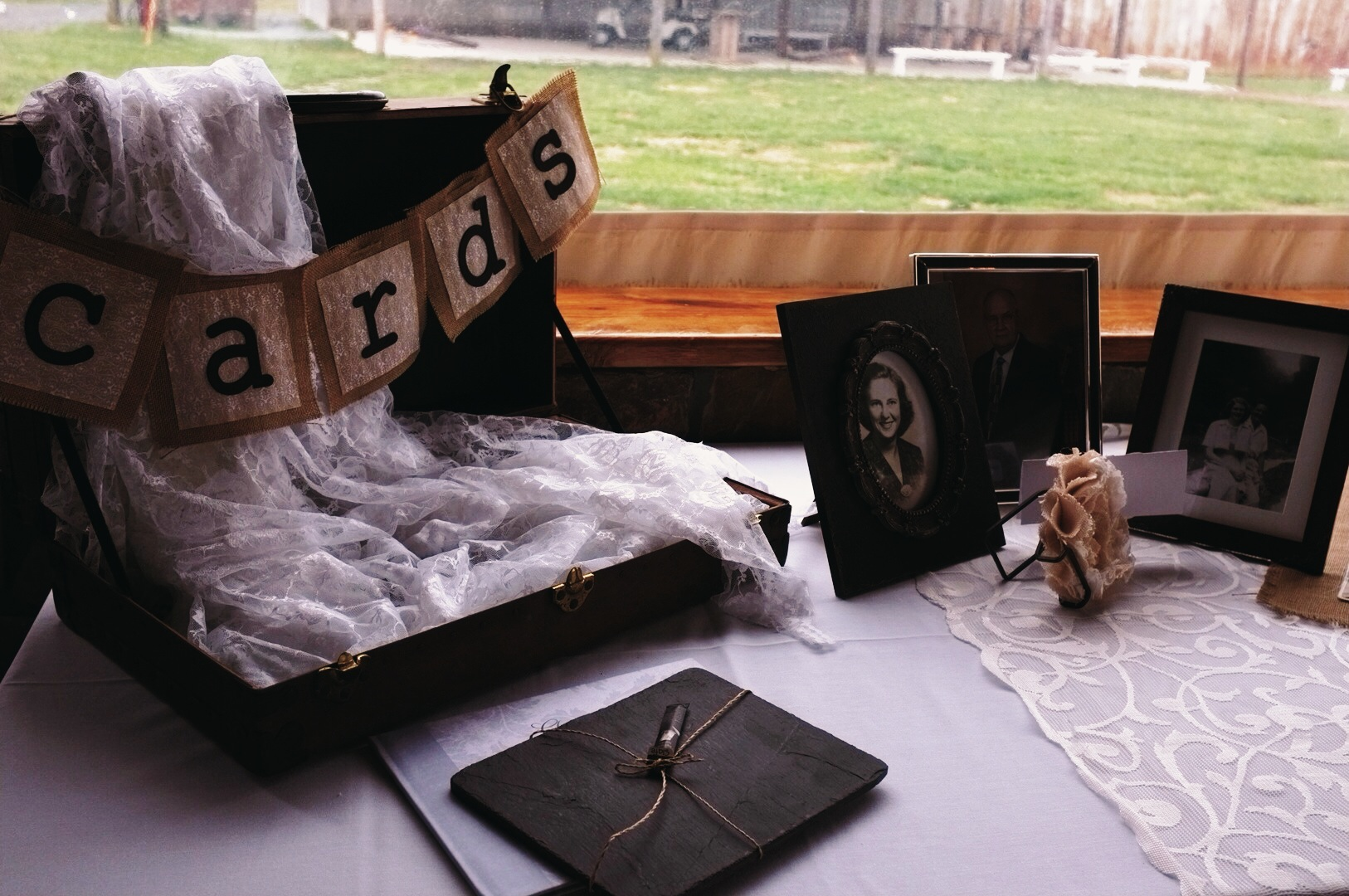 gift and sign in table