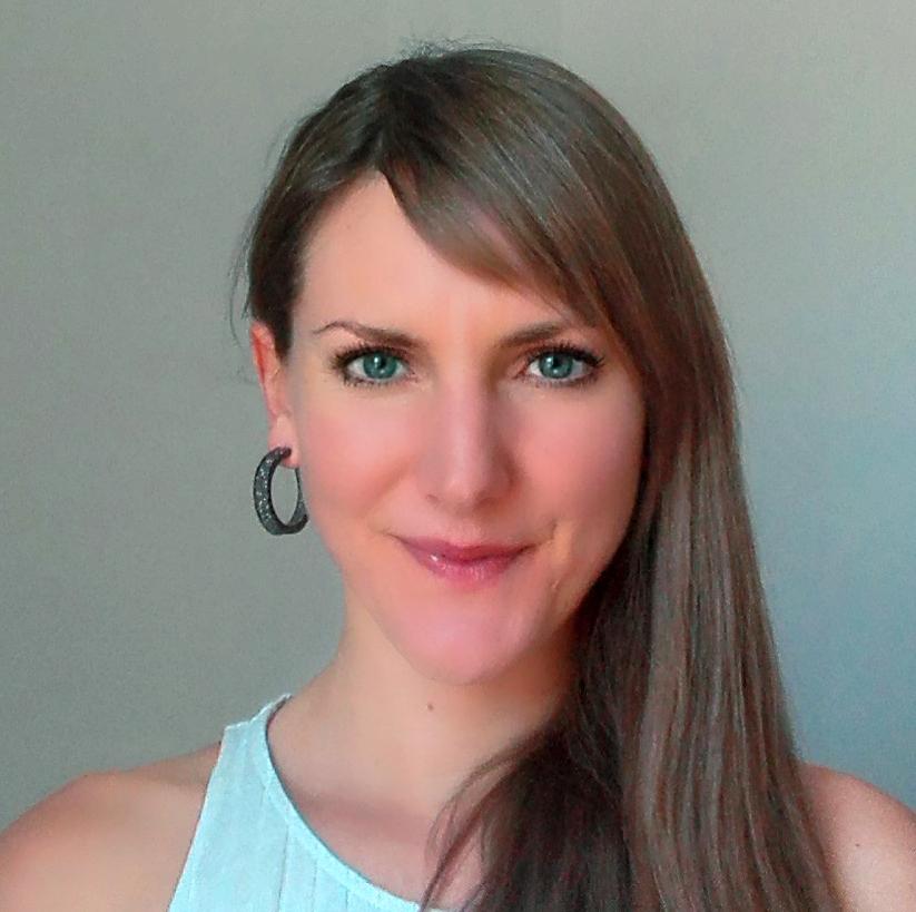 JuliaHoltmann-Headshot.jpg