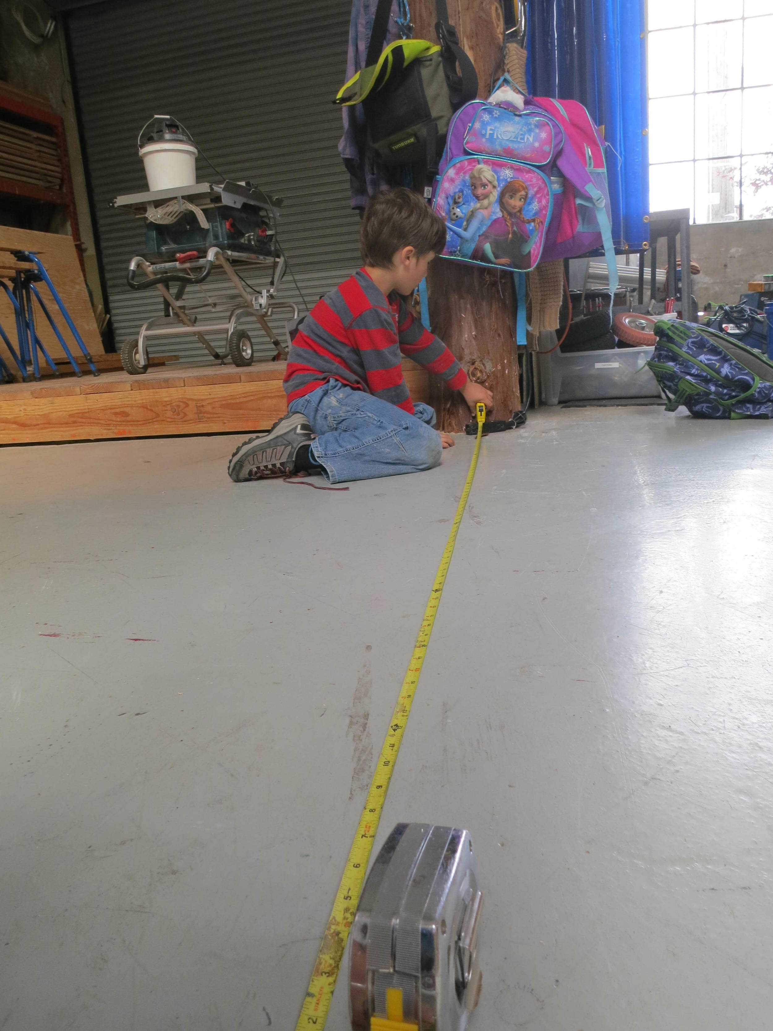 Isaac helps determinethe length of track needed for the longest segmentof theballrun.