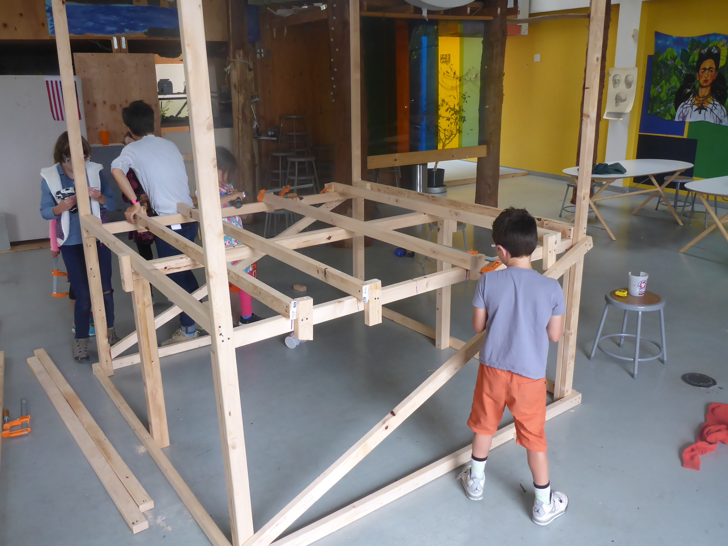 Floor building in progress! Check out the solution for connecting the supports to the frame!