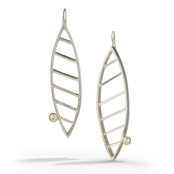 Striated Earring W/ Moissanites