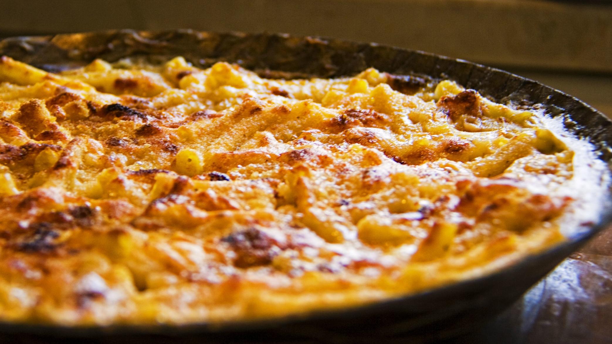 Baked_macaroni_and_cheese_1.jpg