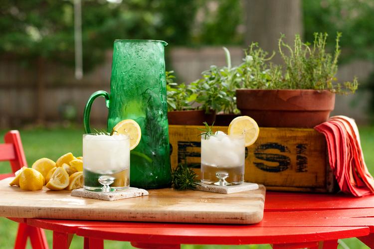 Freshly Squeeze Rosemary Infused Lemonade