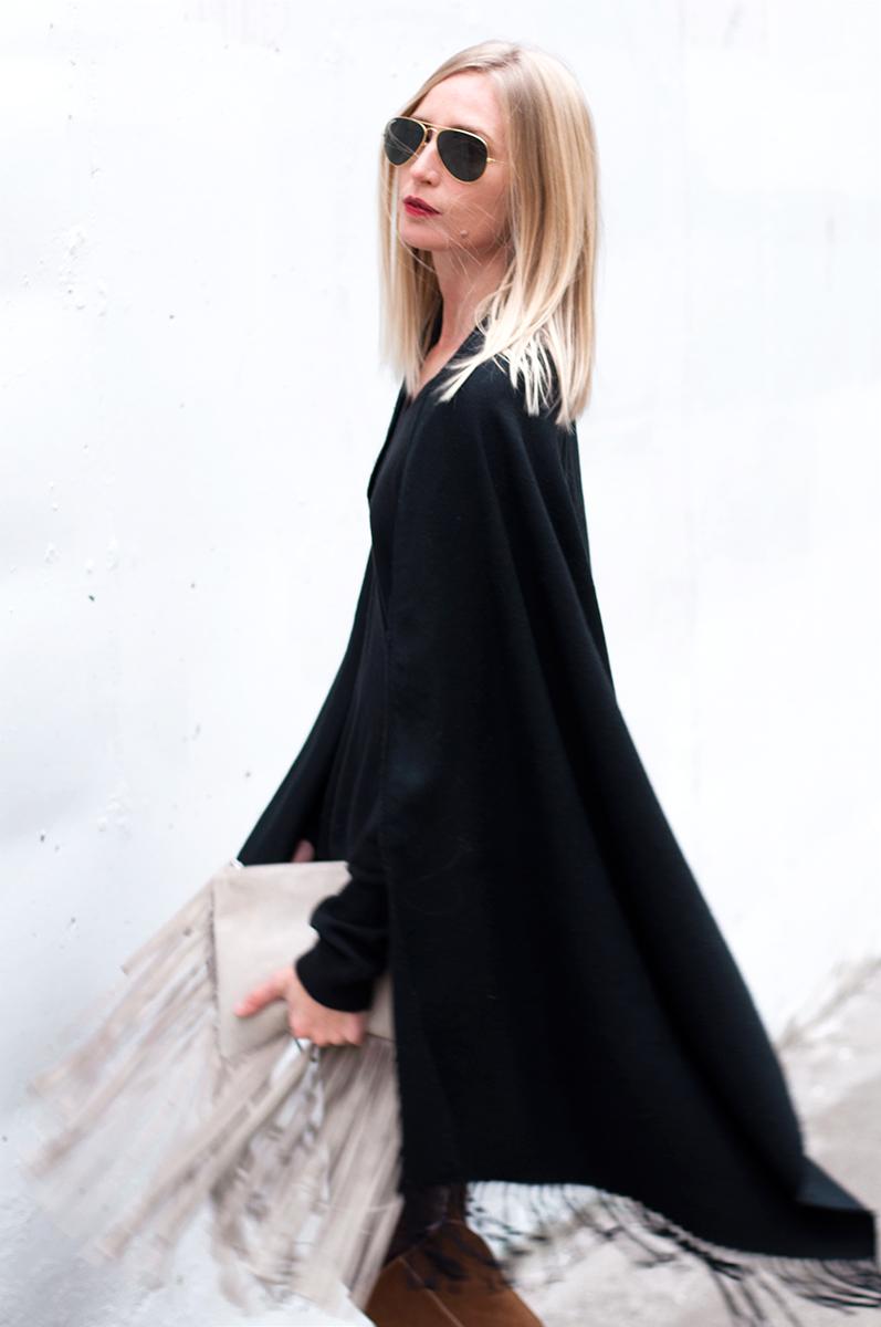 Zara Fringed Leather Clutc h