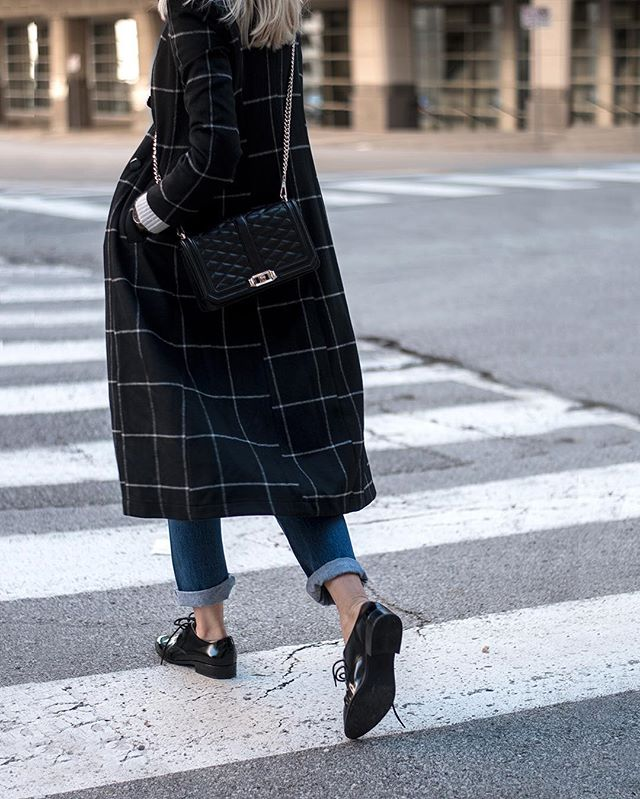 New post coming soon featuring this windowpane coat from my new favorite online boutique! LOVE THESE GUYS!!! @dezzal_online #fallfashion #windowpane #inspiredbyinstyle #ootd