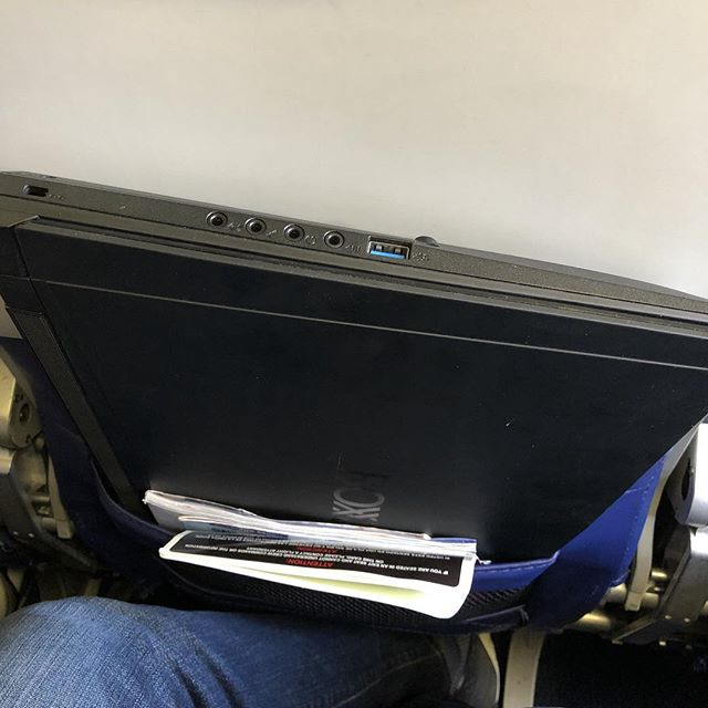 @boxx_technologies @boxxtech i think I have found a design flaw? Maybe the airplane just isn't big enough.