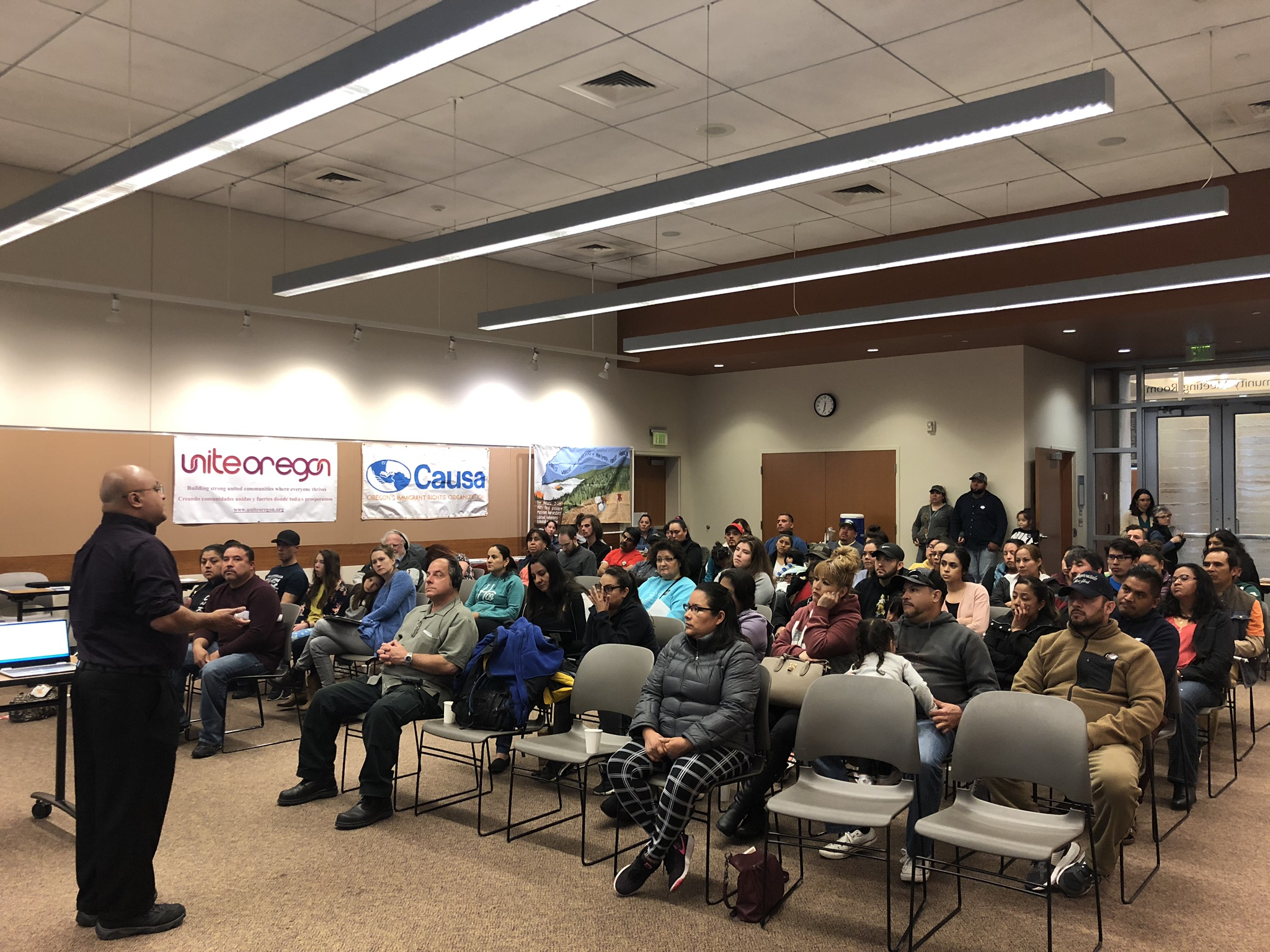 Spanish-speakers attend a Driver's Licenses for ALL community forum in southern Oregon.