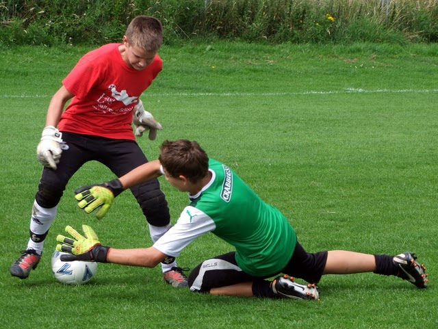 The common 1v1 goalkeeper tackle