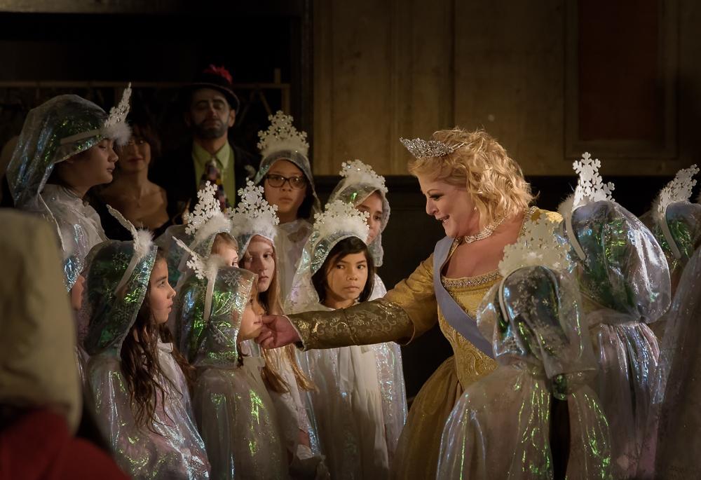 The Queen of Sweden (Deborah Voigt) among the Snowflakes (San Francisco Girls Chorus).