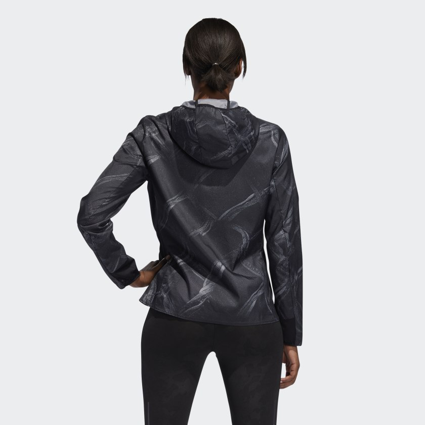 Own_the_Run_Graphic_Jacke_grau_DW5960_23_hover_model.jpg