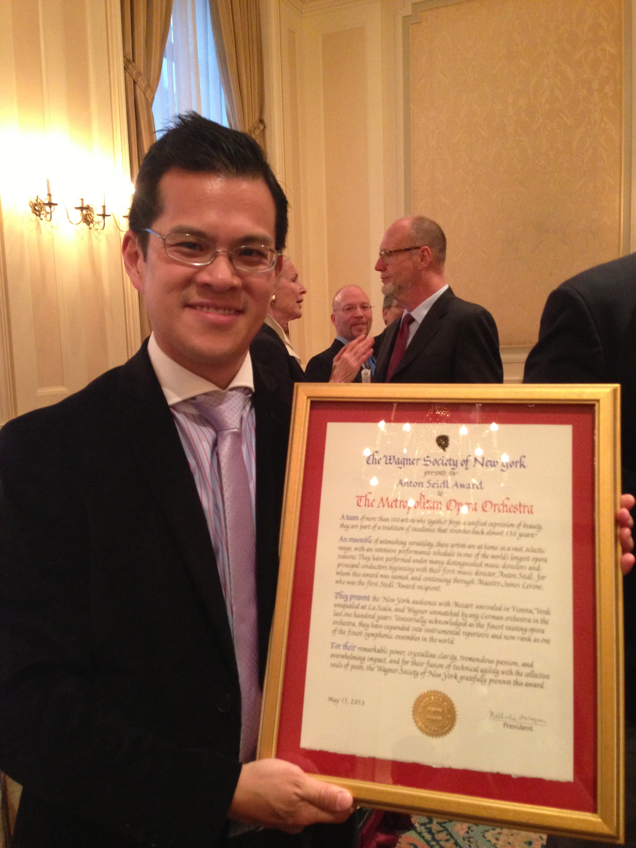 Concertmaster David Chan accepts the Anton Seidel award from the New York Wagner Society on behalf of the MET Orchestra.