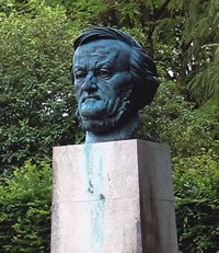 Sculpture of Wagner on the grounds of the  Festspielhaus  in Bayreuth, Germany. (Photo courtesy of Itig Journal)