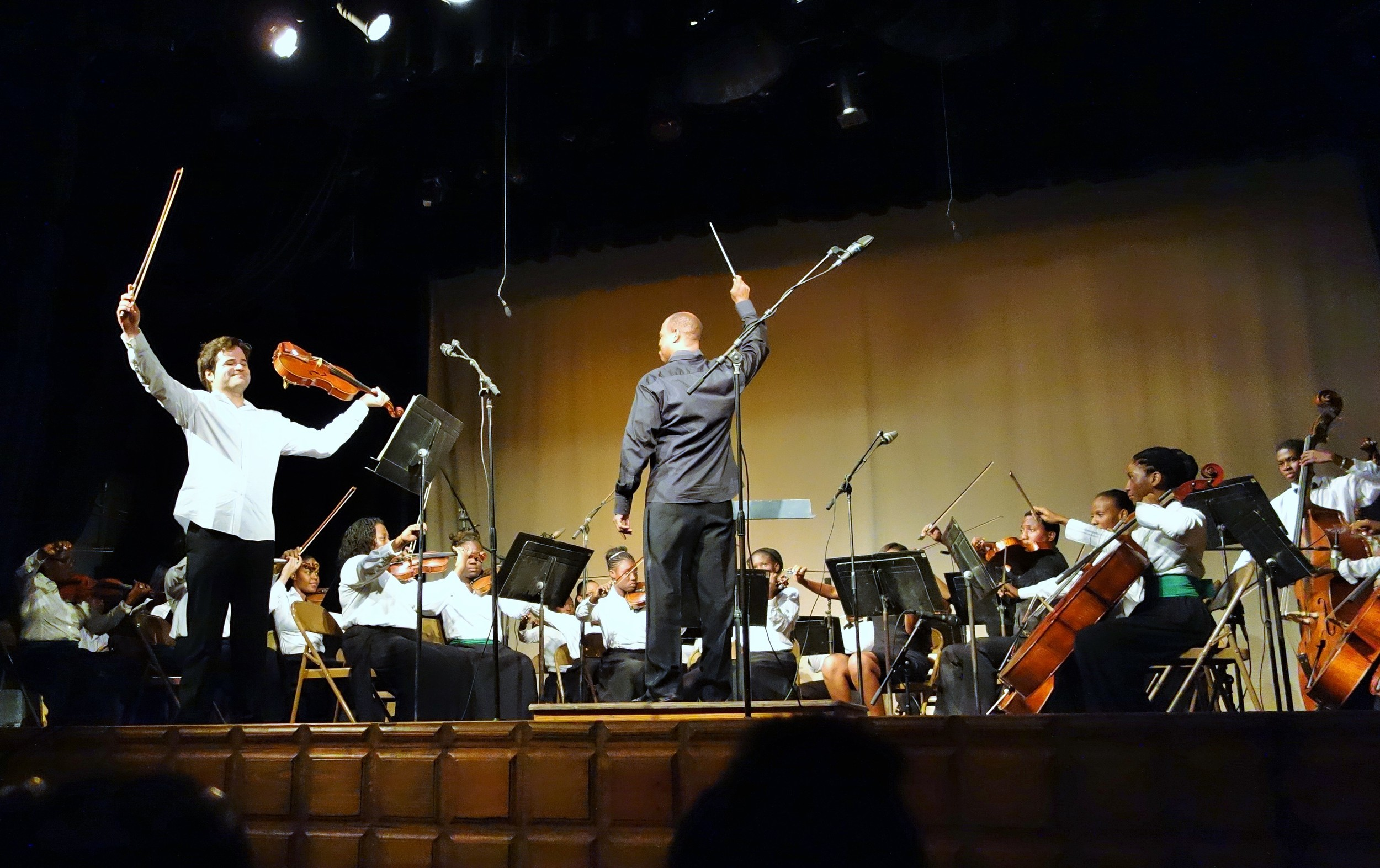 Milan performing with the Sainte-Trinité Philharmonic Orchestra.