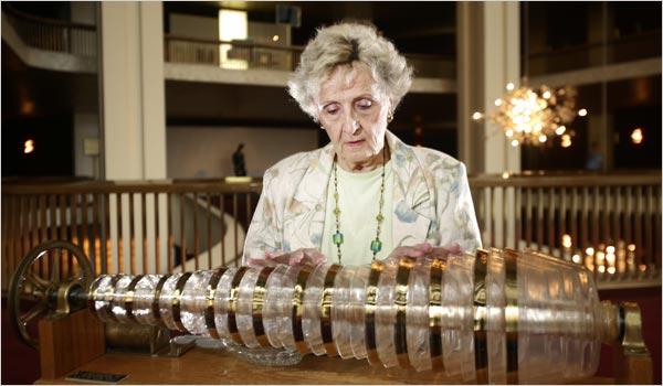 Cecilia at the glass armonica