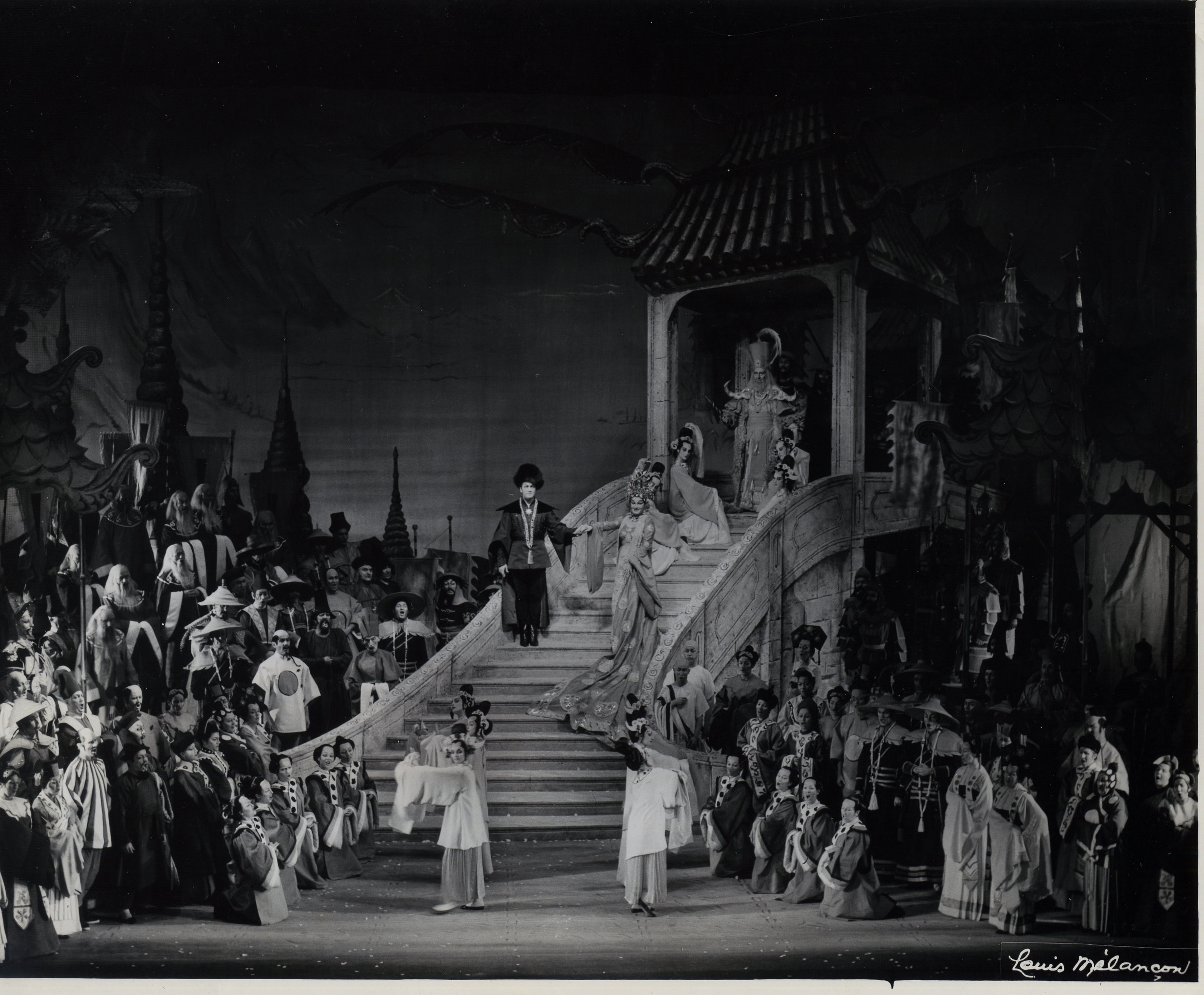 The staircase as seen in a 1961 performance of Cecil Beaton's production, starring Franco Corelli and Birgit Nilsson (Photo by Louis Melancon/Metropolitan Opera)