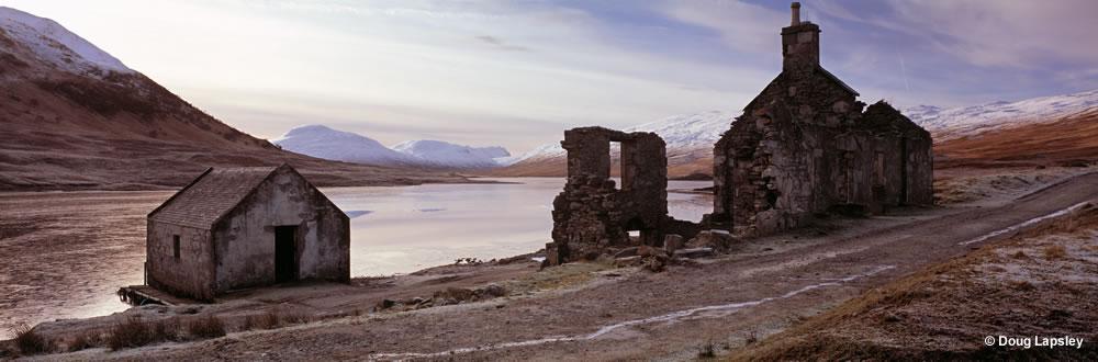 Ruin at Loch a Bhraoin