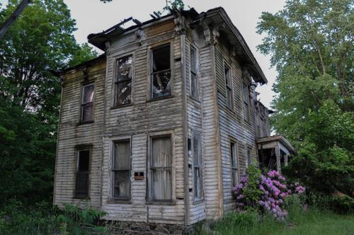5d538ae3a5aff193-AbandonedHouse-WheelwrightKY-2.jpg