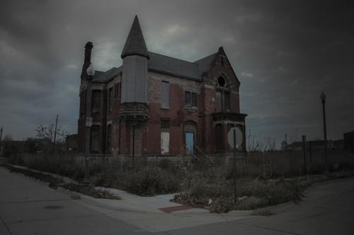 58f5fc440000d53c-AbandonedMansion.jpg