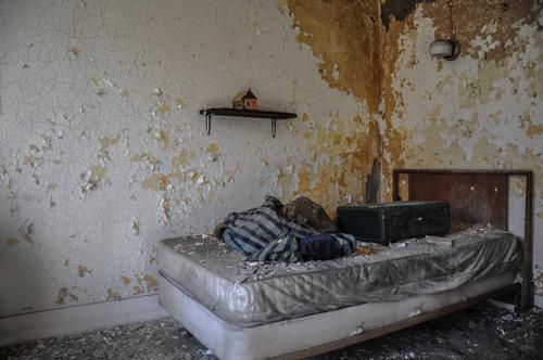 449e06c81ac134b1-AbandonedHotel-HildaleUtah-2-2.jpg