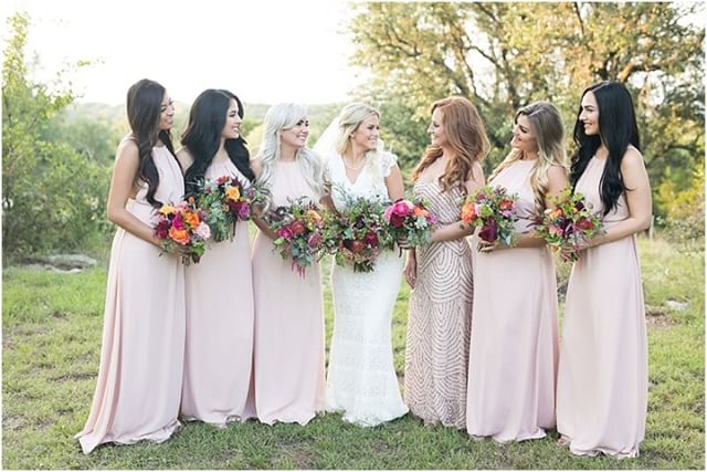 On Wednesday's we wear pink 💕 Photo: @lewchanphoto  Coordinator: @coordinatethis  Venue: @vistawestranch . . #weddingwednesday #thepetalpushers #bridetribe #bouquet #weddinginspiration #weddingflowers #wedding #yogoglencoco