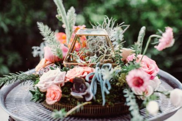 Obsessed with all of these yummy textures & bright colors #bohovibes Venue: @thecreekhaus Photo: @foreverphotographystudio Coordinator: @coordinatethis . . #thepetalpushers #weddingflowers #weddingdecor #vintagewedding #weddingdetails #wedding #bridesofaustin #cactus #austinwedding #succulents #pink #peach #bohemian
