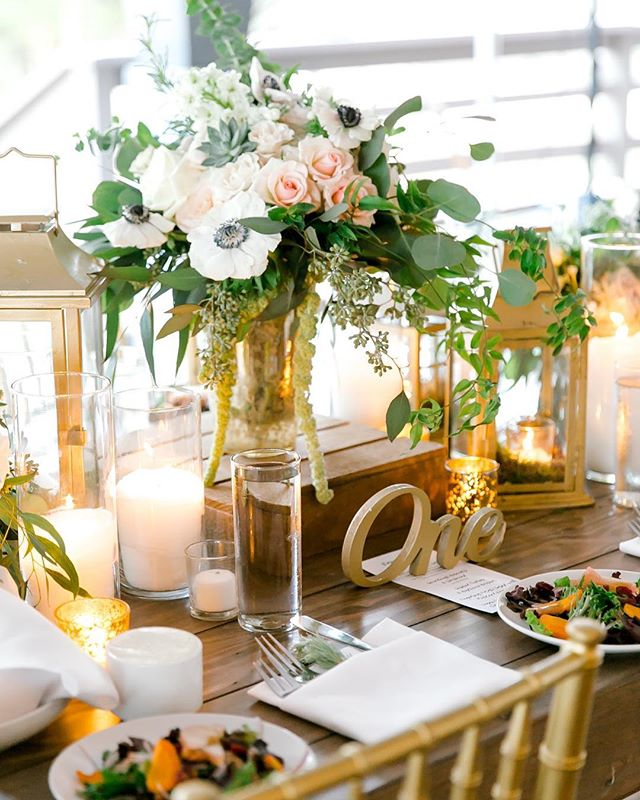 Gold Lanterns & Candlelight. Blush Spray Roses & White Panda Anemones. Organic Greens & Hanging Amaranthus. LOVE 🌿✨♥️💥 Photo: @mlphotofilm #beautiful #wedding #weddingdecor #hillcountrywedding #flowers #weddingflowers #thepetalpushers