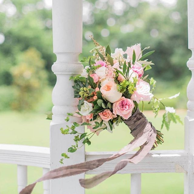 We can't get enough of this stunner. The whimsy greens with blush + peach florals make this bouquet extra dreamy 🌚🌿💫 . . . Photo: @1778photo #weddingflowers #austibride  #bridalbouquet #blush #peach #flowers #wedding #gardenwedding #florist