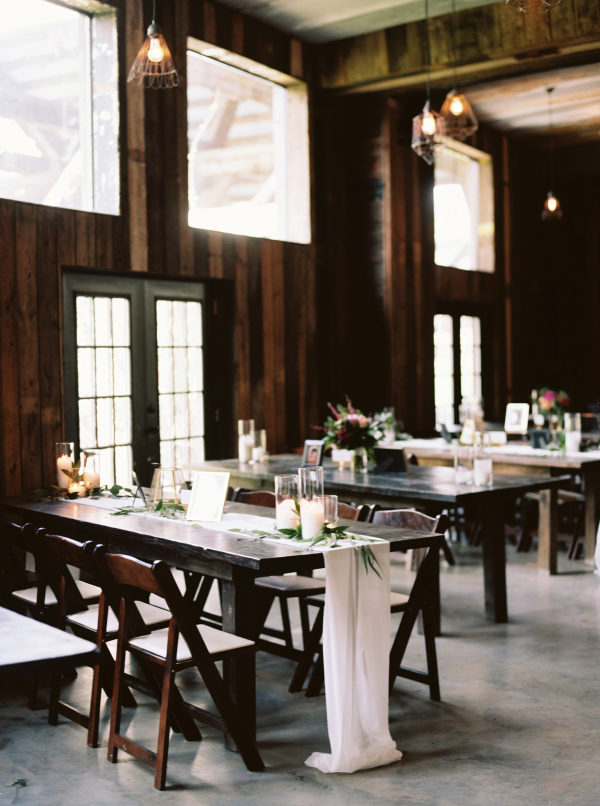 the-creek-haus-wedding-destination-weekend-lodging-austin-texas-petal-pushers-florist-reception-decor-centerpieces-rustic