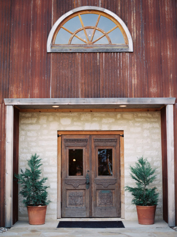 petal-pushers-heritage-haus-wedding-ceremony-austin-hill-country-chapel-flowers