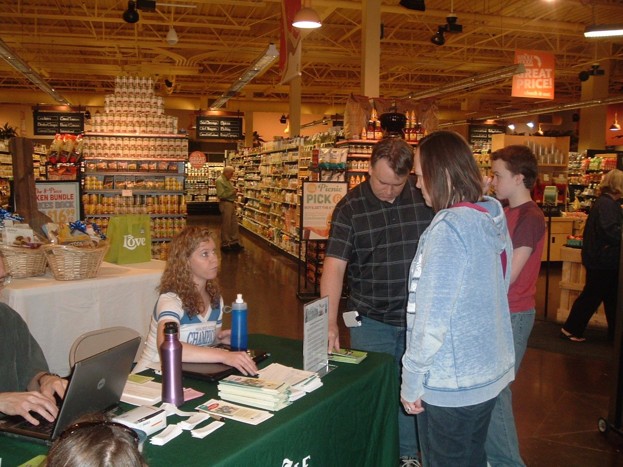 Visitors get helpful information from a GFL volunteer. All dietary assistance is free to the public. We even have a free mentor program for newbies!