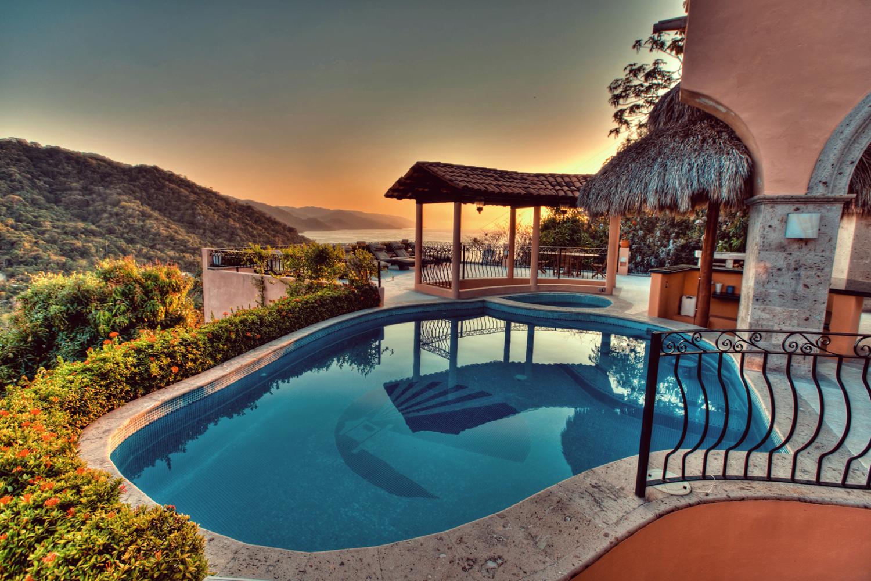 Pool-&-View3.jpg