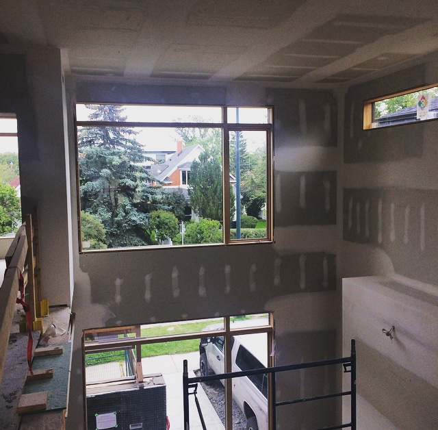 Two-storey living space—these are the heights the mudder has to tackle in order to cover up the drywall seams