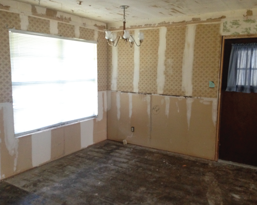 This is the breakfast nook off to the side of the kitchen. It was here that a friend discovered that the walls were not just covered in one layer of wallpaper, but two!