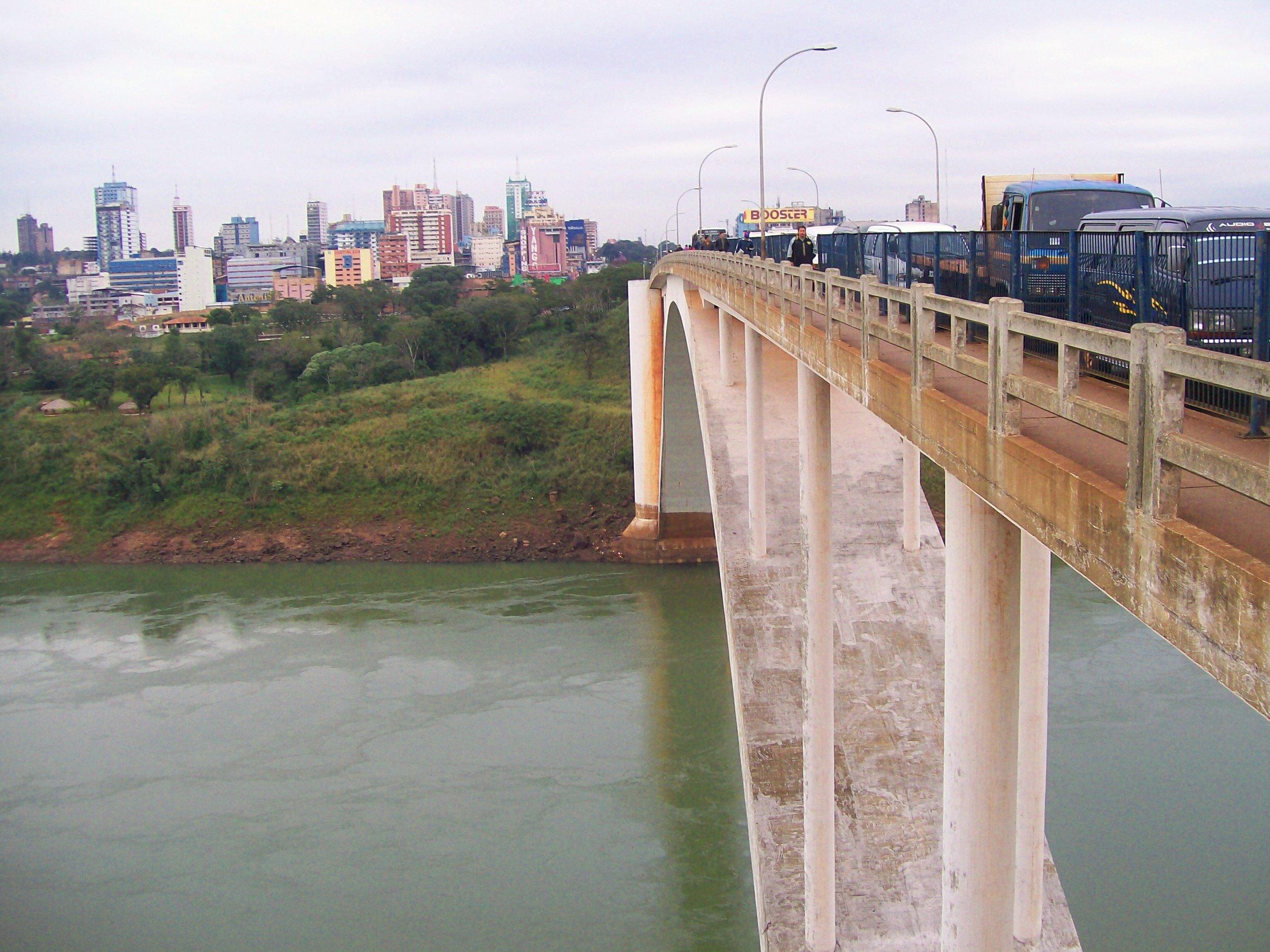 Ciudad_del_Este_puente_de_la_Amistad.jpg