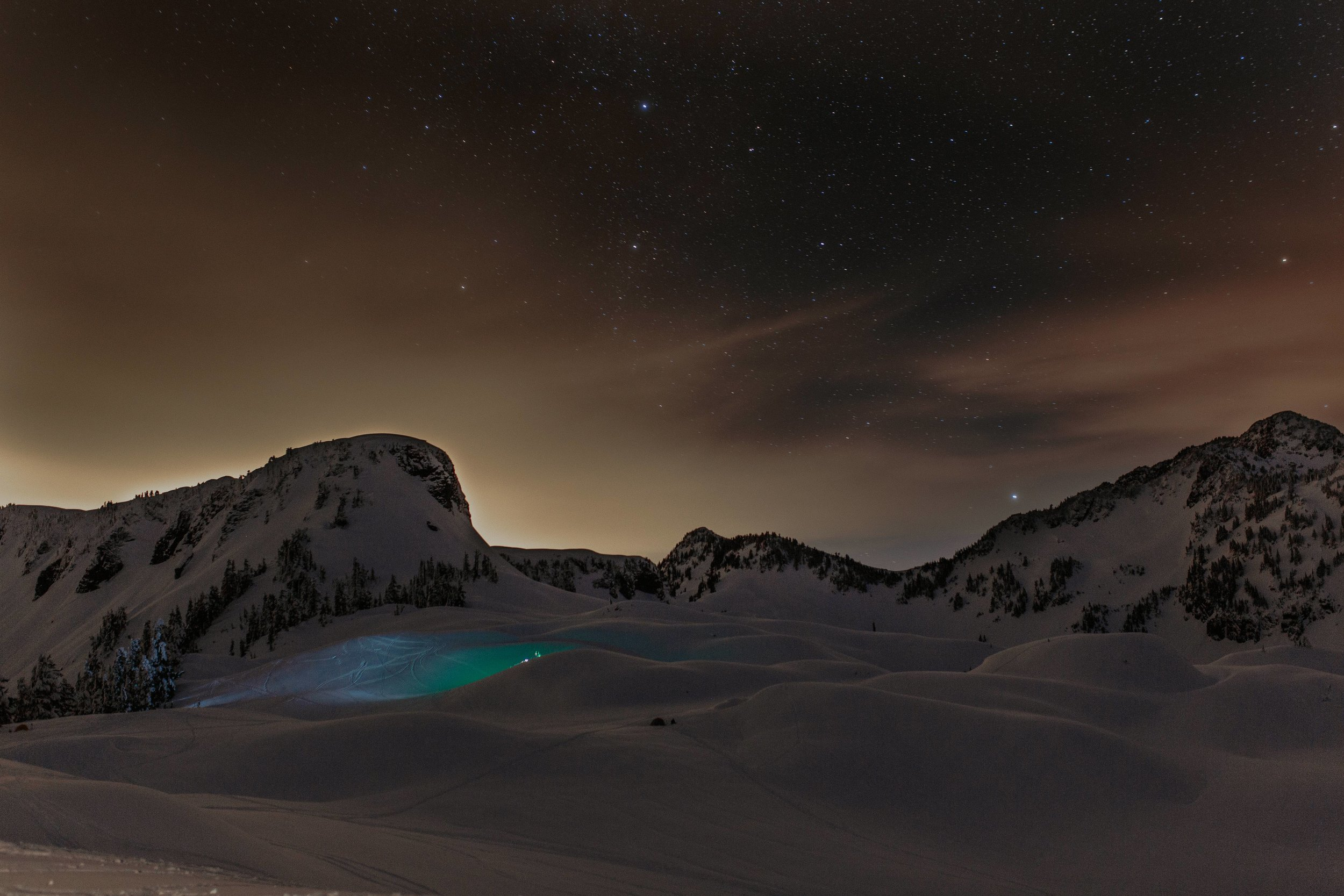 mount-baker-snow-camping-astrophotography-northern-lights.jpg